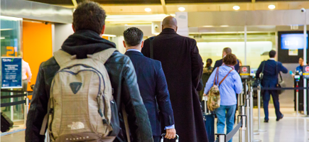 Interactive Dashboard Tracking Passengers in US Airports